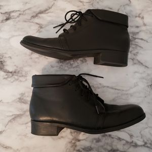 St Johns Bay Genuine leather ankle boots Sz 7